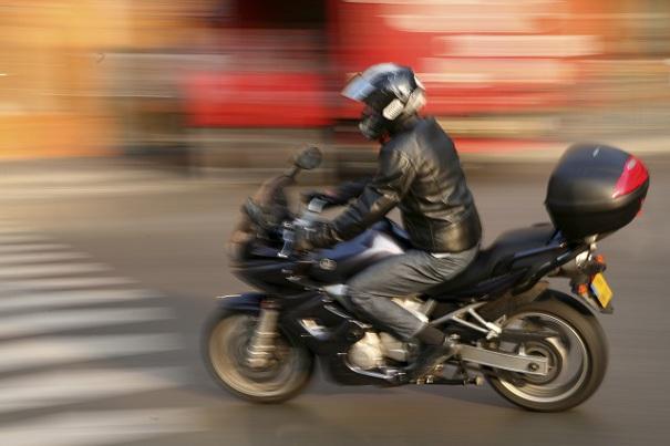 Moto en la ciudad, como colocar tu equipaje en moto (Fotolia)