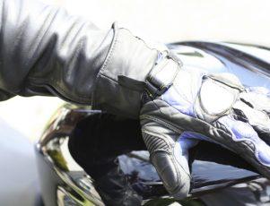 equipamiento y protección sobre la moto