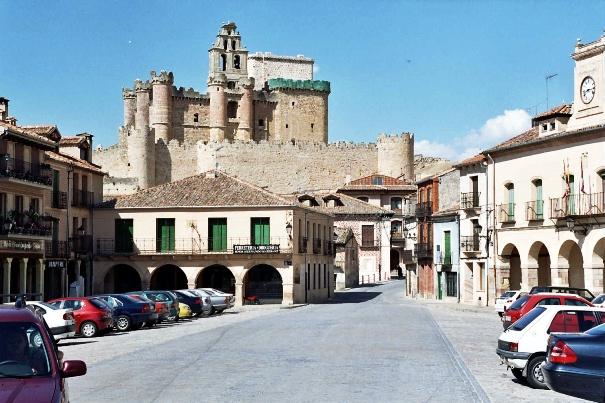 Artículo viajes en moto: imagen del Castillo de Turégano.